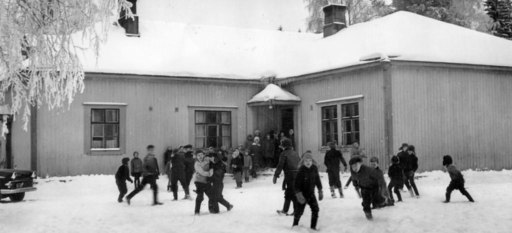 Välitunti Kolkun koululla 1960