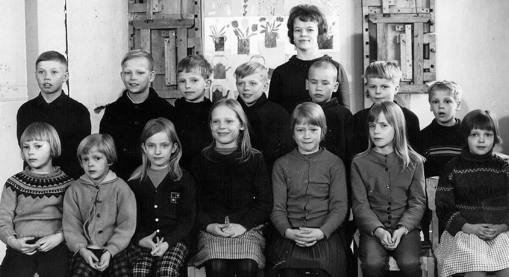 Kolkun koulun luokkakuva 1964-1965, opettaja Vieno Koivisto