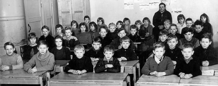 Kolkun koulun luokkakuva 1962-1963, opettaja Vilho Koivisto