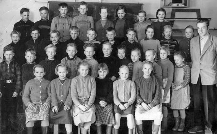 Kolkun koulun luokkakuva 1958-1959, opettaja Tapani Lindelöf