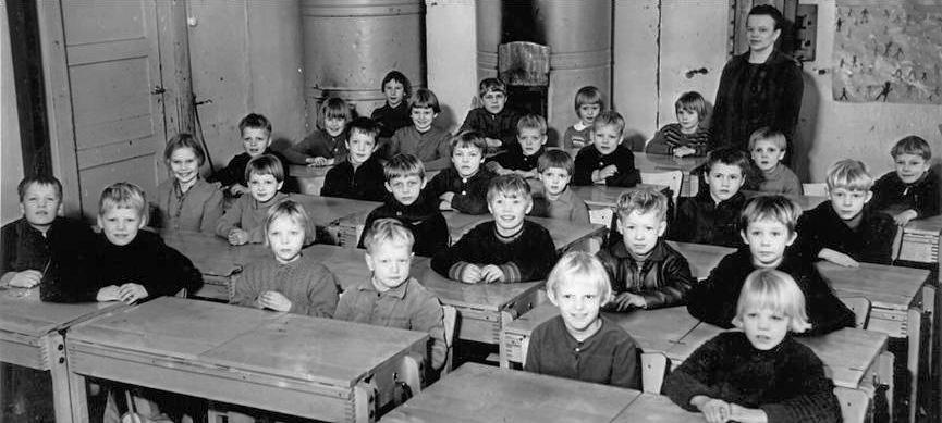 Kolkun koulun luokkakuva 1962-1963, opettaja Vieno Koivisto