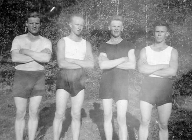 Kolkkulaisia urheilijoita ryhmäkuvassa