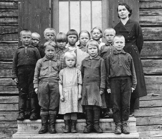 Kolkun koulun luokkakuva 1920-luvulta