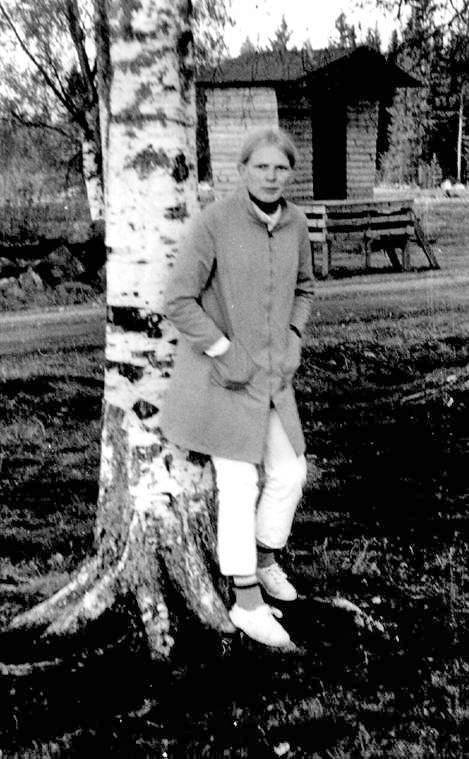 Maitolaiturilla 1960-1970, kuvassa Tuija Paananen