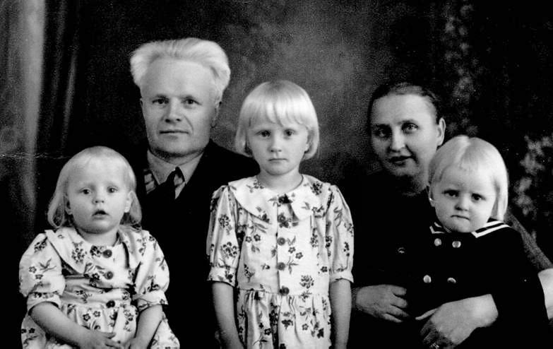 Opettaja Tyyne Jääskeläisen perhekuva