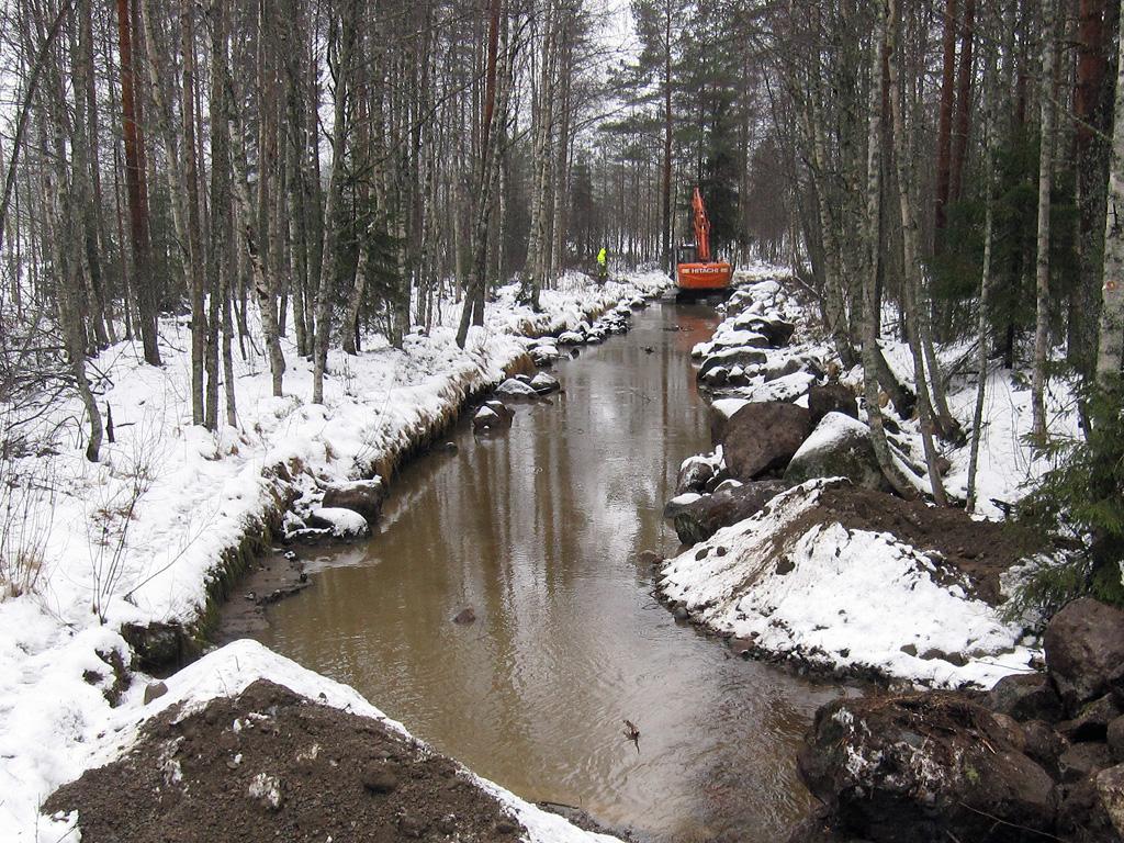 Kunnostettu Kolkkujoki Kolkuntien sillan kohdalla